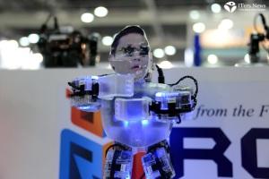 Robot-World-2012_PSY-GANGNAM-STYLE-ROBOT-DANCE-2